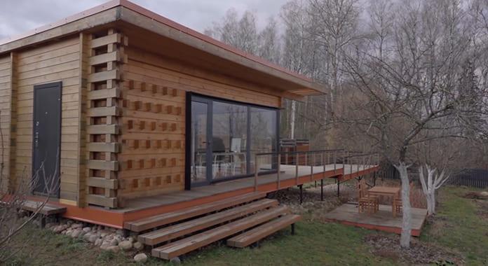 Общий вид маленького современного дома с террасой